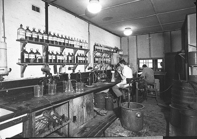 Laboranten bei Bayer um 1945